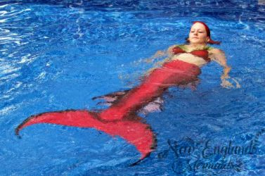 mermaid-sasha-real-live-mermaid-party-pool-ocean-water-performer-swimming-hartford-ct