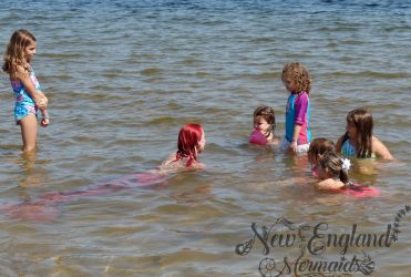 real-mermaid-performer-swimming-in-lake-for-kids-birthday-parties-and-events-luau